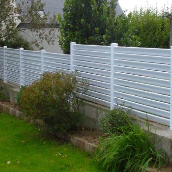clôtures blanches hautes