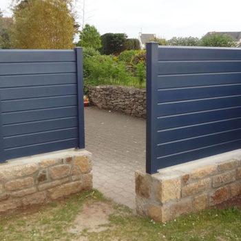 clôtures bleues marines