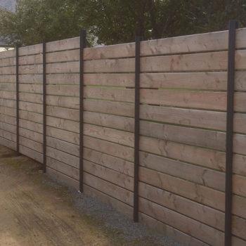 clôtures bois poteaux noirs