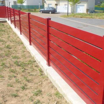 clôtures rouges