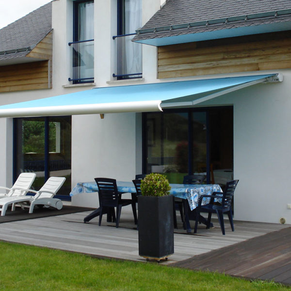 fenêtres et baies aluminium sur terrasse