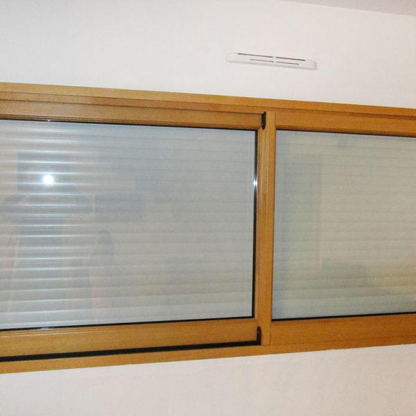 fenêtre mixte volets fermés