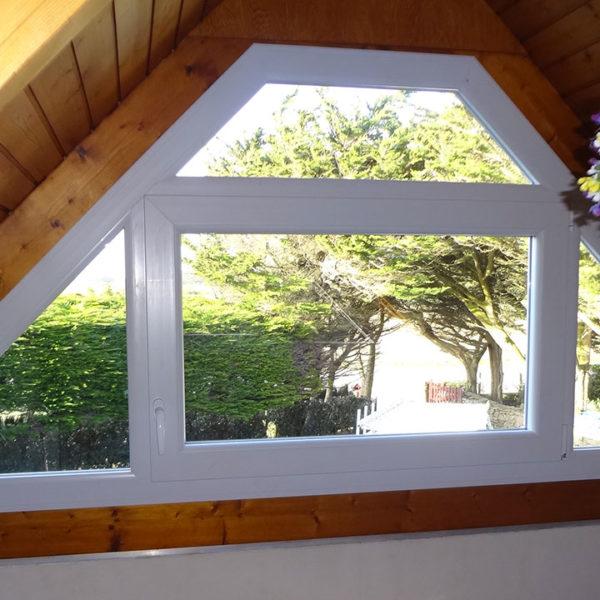 fenêtre triangle en pvc
