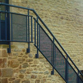 garde-corps bleus escaliers
