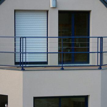 garde-corps balcon bleu marine