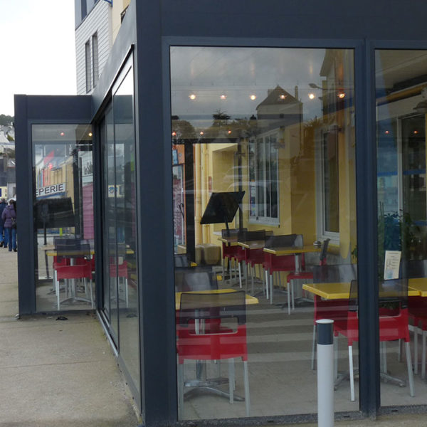 pergola bioclimatique restaurant avec vitres