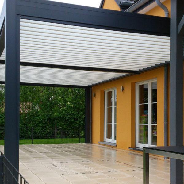pergola bioclimatique terrasse clôturée