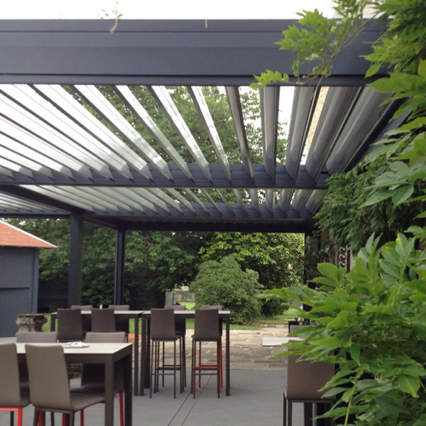 pergola bioclimatique réception tables hautes