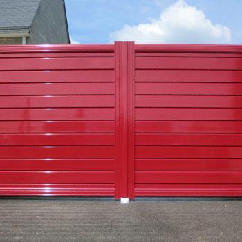 portail aluminium contemporain rouge laqué