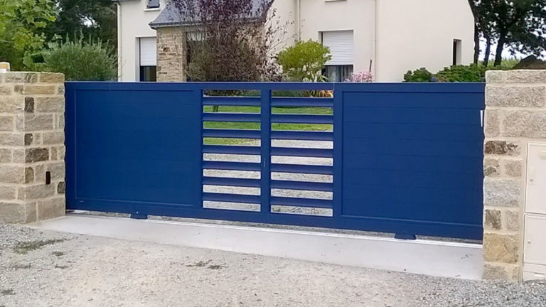 portail aluminium contemporain bleu marine