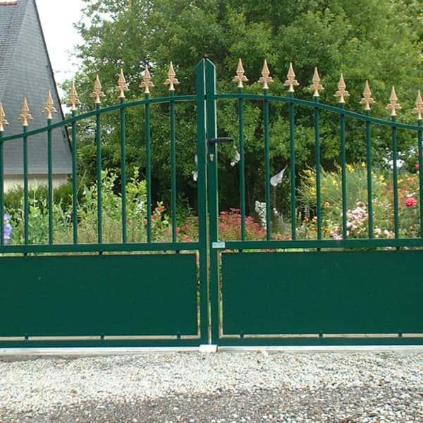portail aluminium traditionnel ajouré vert sapin