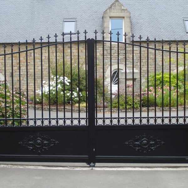 portail aluminium traditionnel noir