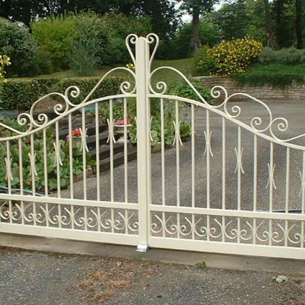 portail aluminium traditionnel ajouré beige