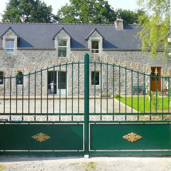 portail aluminium traditionnel vert sapin ajouré