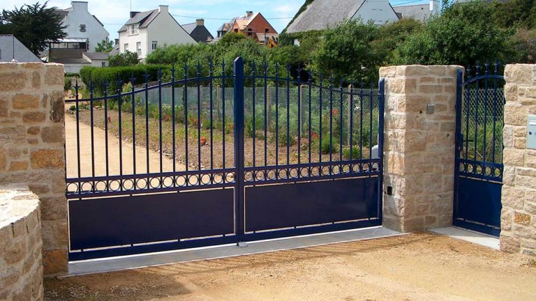 portail et portillon aluminium traditionnels bleu marine