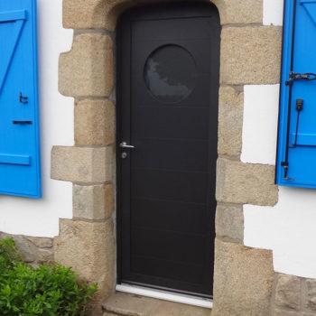 porte d'entrée aluminium noire avec hublot
