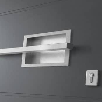 porte d'entrée aluminium noire détail poignée