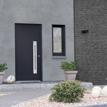 porte d'entrée aluminium noire avec vitre