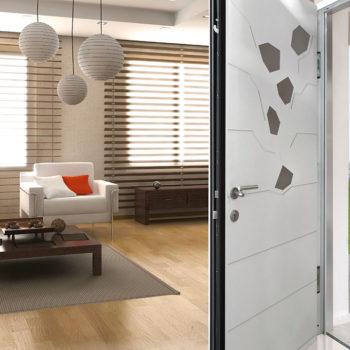 porte d'entrée aluminium blanche avec détails