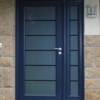 porte d'entrée aluminium bleue entièrement vitrée