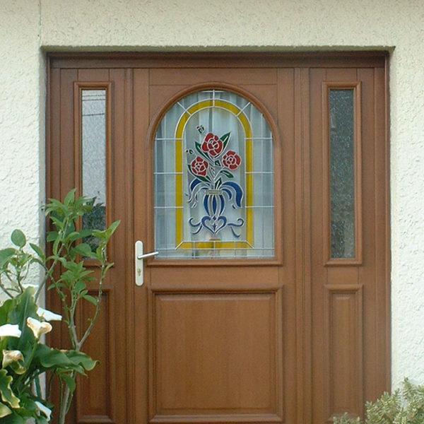porte d'entrée bois avec vitraux