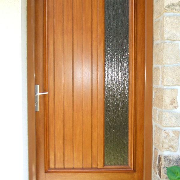 porte d'entrée bois avec vitre verticale