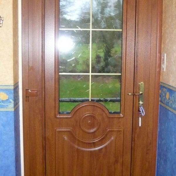 porte d'entrée bois avec fenêtre