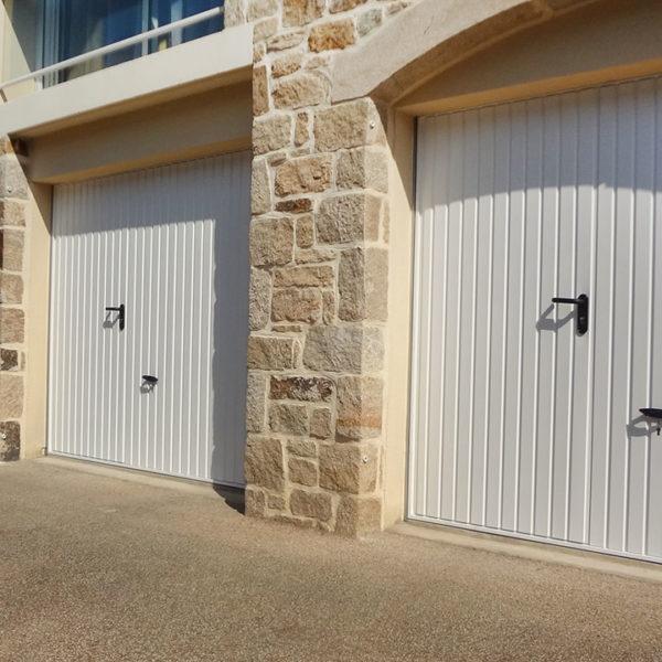 portes de garage basculantes avec portillons (3)