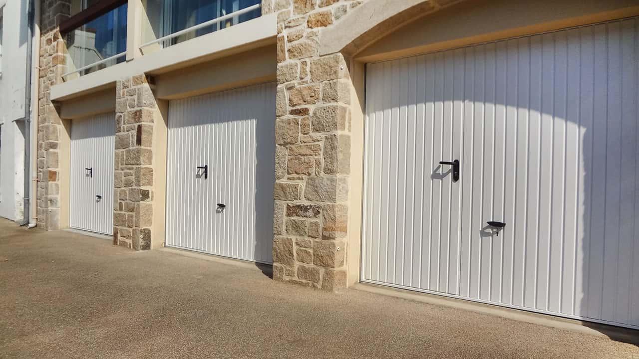 portes de garage basculantes le plus large choix de portes de garage basculante de bretagne. Black Bedroom Furniture Sets. Home Design Ideas