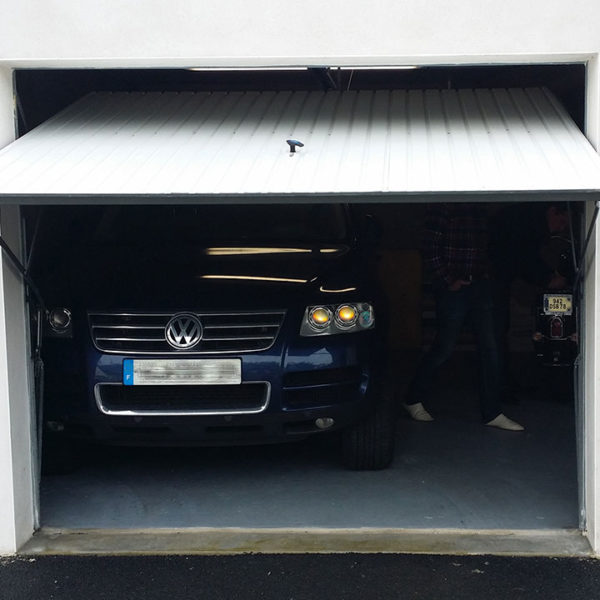 porte de garage basculante en ouverture