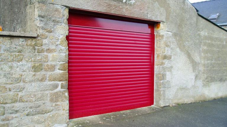 porte de garage enroulable rouge vif