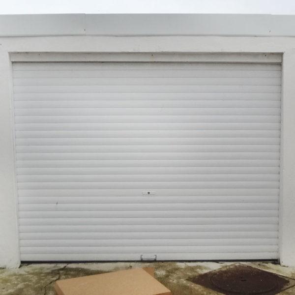 porte de garage enroulable blanche