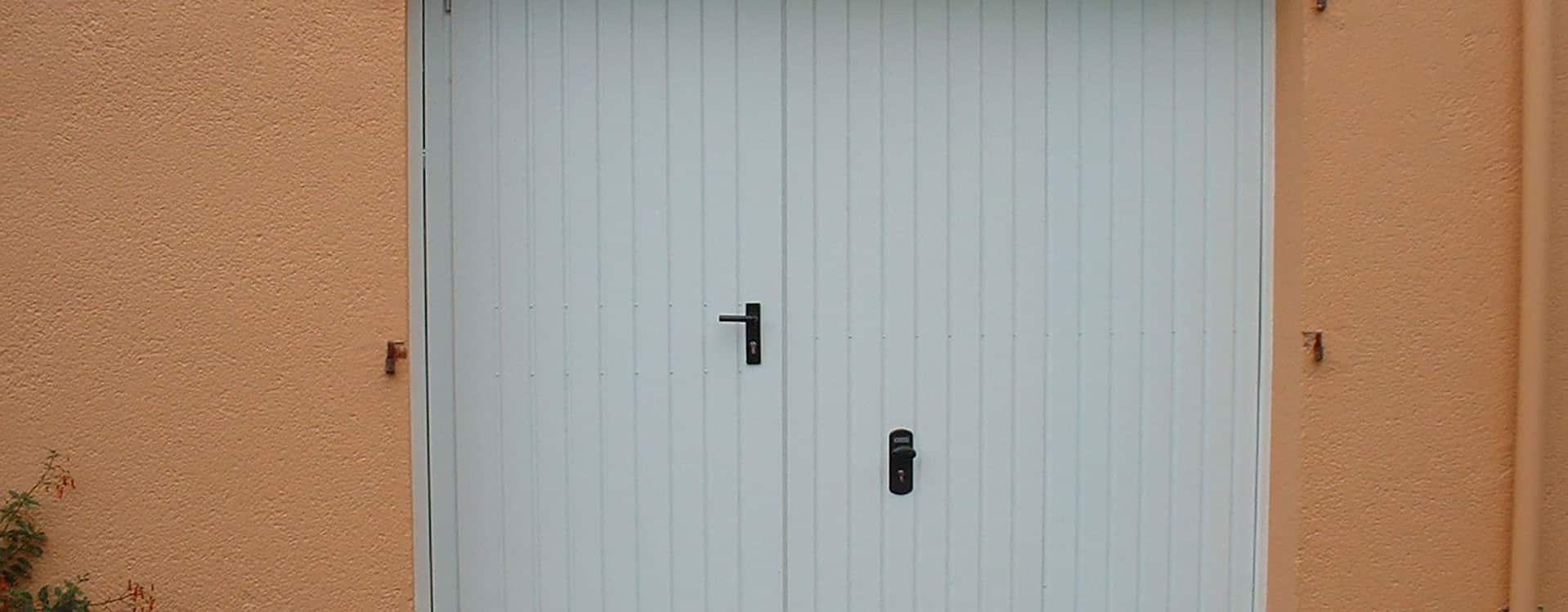 Portes de garage ouvrantes à la française