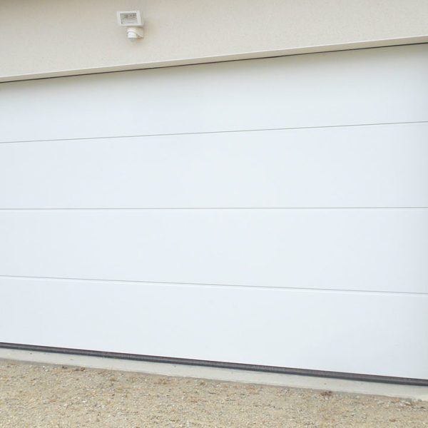 porte de garage sectionnelle moderne blanche