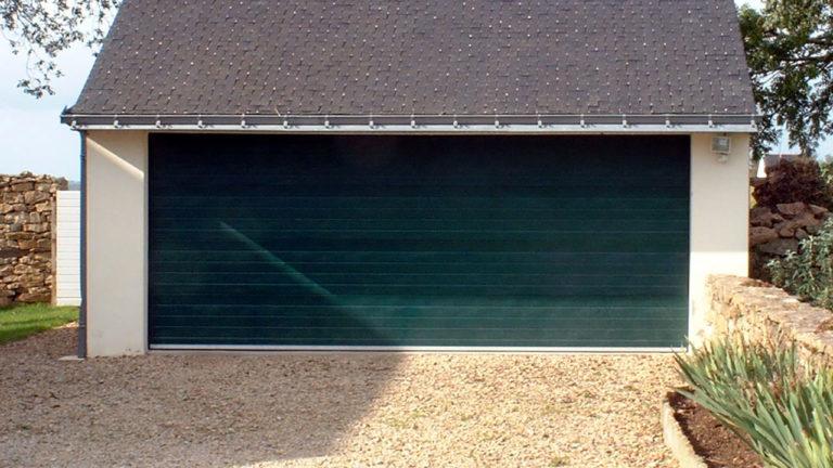 porte de garage sectionnelle verte sapin