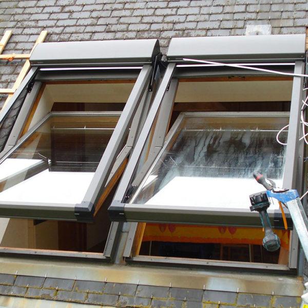 volets pour fenêtres de toit en installation