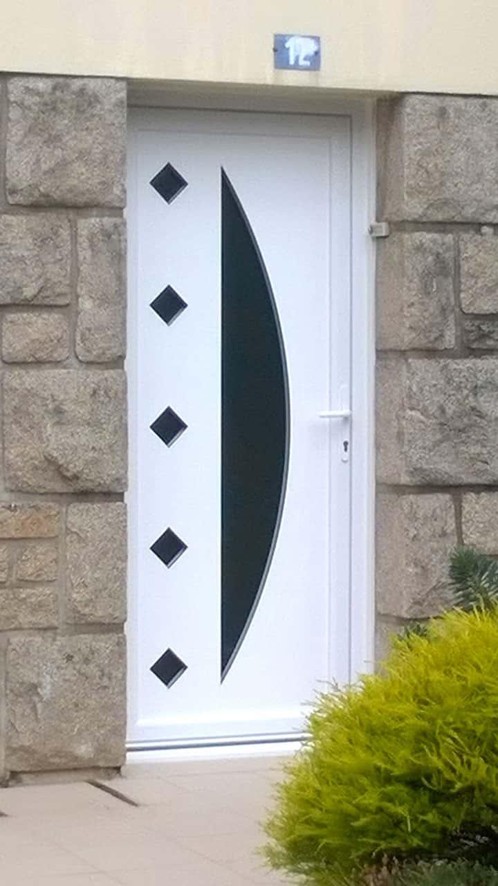 porte d'entrée pvc blanche vitrée