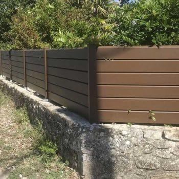 clôtures marrons