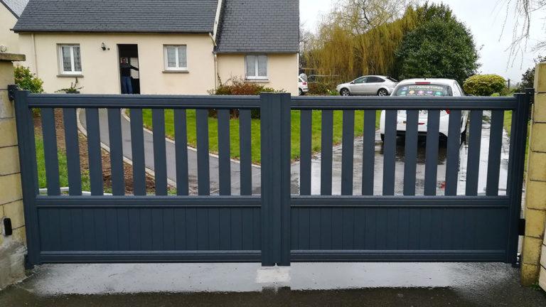 portail aluminium contemporain vert foncé (extérieur)