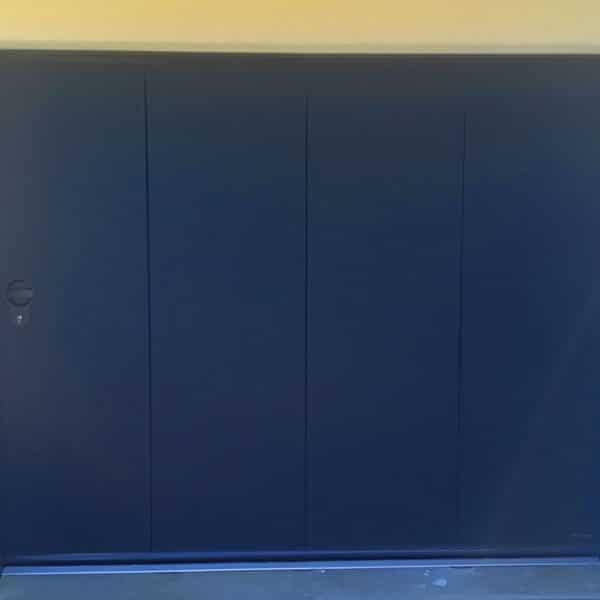 porte de garage latérale noire