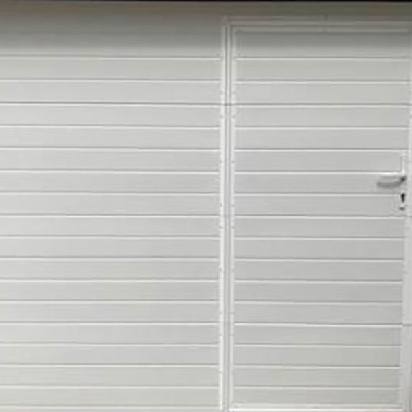 porte de garage sectionnelle blanche avec porte