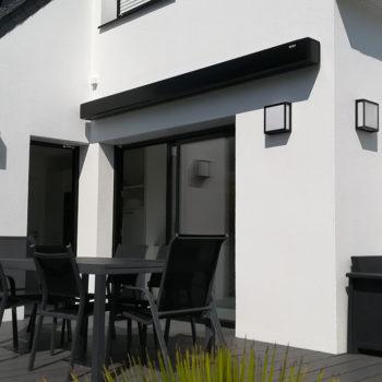 store banne noir fermé terrasse
