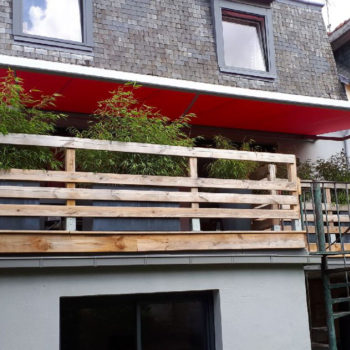 store banne balcon rouge