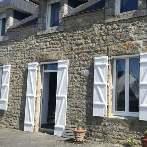 volets battants blancs pour baie et fenêtres